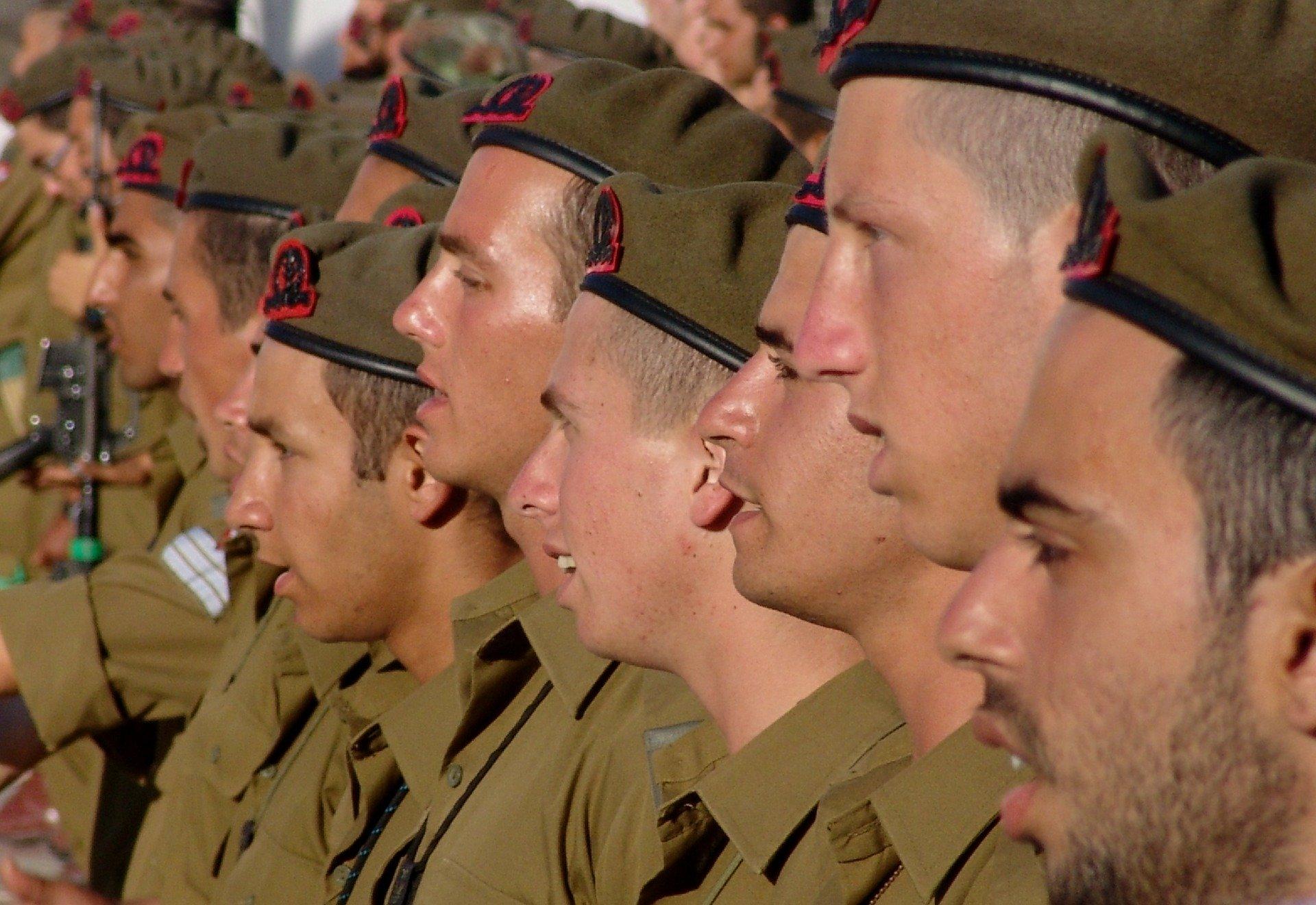 האם השירות הצבאי יכול להשפיע על הקריירה?