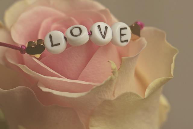 מארזי מתנה ליום האהבה: 5 רעיונות רומנטיים במיוחד